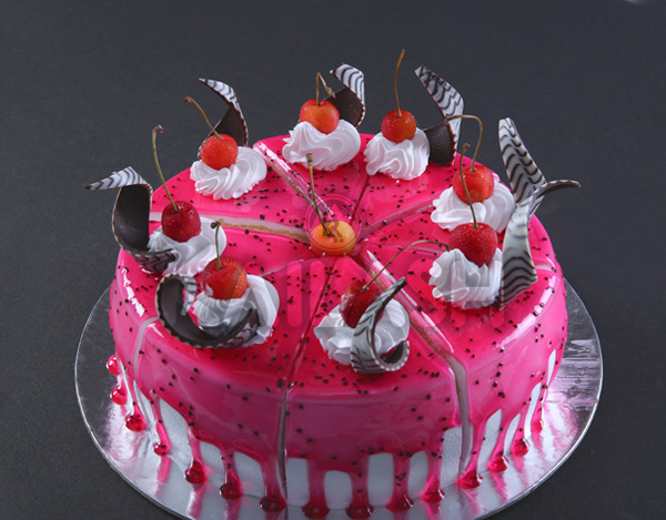 Buy Strawberry Cake in Surat, India